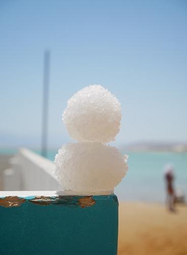 イスラエルの死海(エン・ボケック・ビーチ)で採取した塩で作った塩だるま