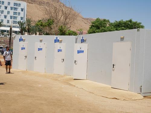 イスラエルの死海(エン・ボケック・ビーチ)のトイレ
