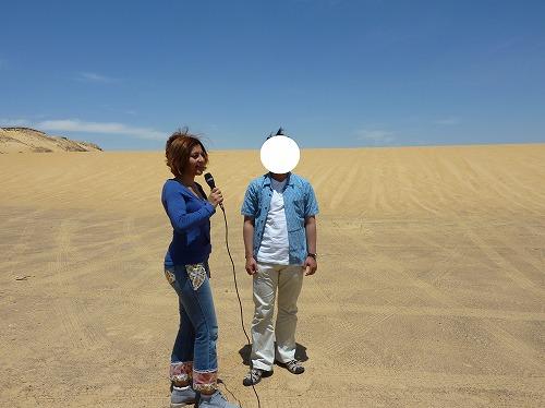 エジプトの砂漠でナイルTVの取材を受ける