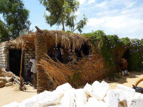 エジプト西方砂漠の鉱泉にある住居