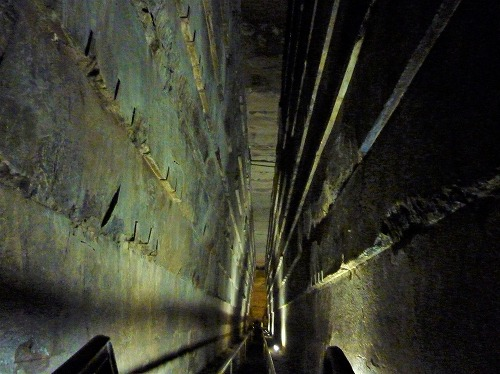 エジプト・ギザのクフ王のピラミッド内部