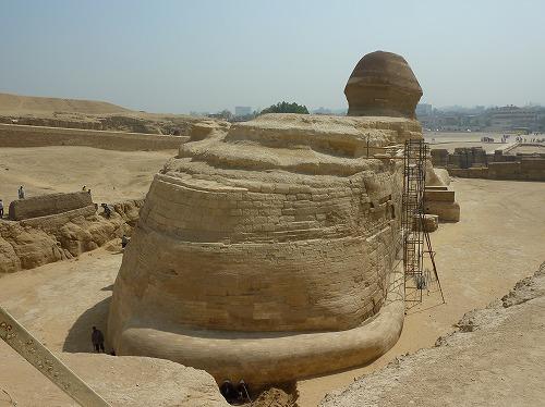 エジプト・ギザのスフィンクスの後ろ姿