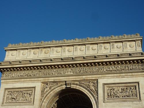 フランスのパリにあるエトワール凱旋門(ナポレオンが勝利した戦いの名前)