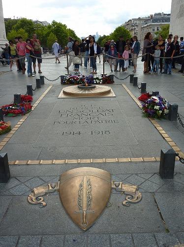 フランスのパリにあるエトワール凱旋門の無名戦士の墓