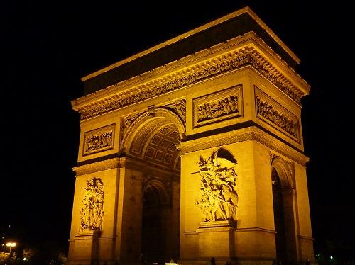 フランスのパリにあるエトワール凱旋門(ライトアップ)