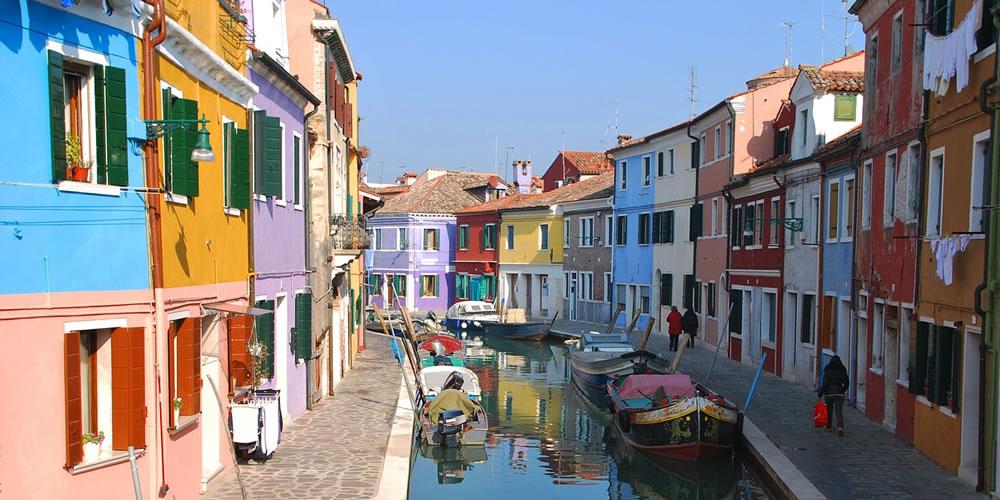 イタリア・ベネチア近くのブラーノ島の