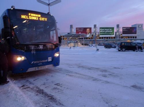 フィンランド・ヘルシンキのヴァンター国際空港とヘルシンキ中央駅を結ぶフィンエアーシティバス(シャトルバス)
