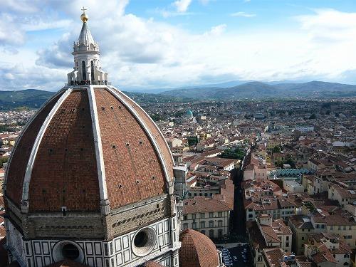 イタリア・フィレンツェのジョットの鐘楼から見たクーポラ
