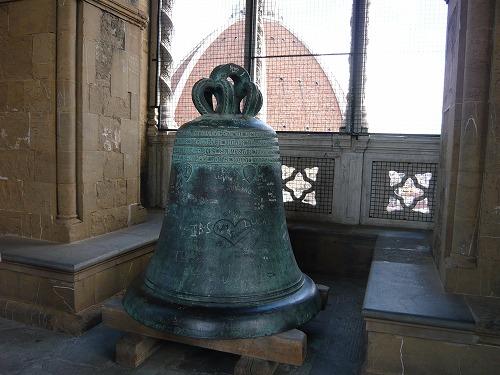 イタリア・フィレンツェのジョットの鐘楼に展示されている昔使われていた鐘
