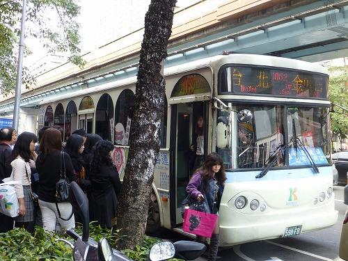 九份へ向かう台北の1062番バス