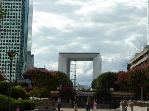 フランスのパリにあるグランダルシュ(新凱旋門)