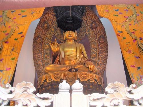 上海・杭州にある霊隠寺の大雄宝殿(釈迦牟尼仏)
