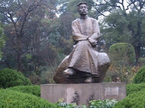 上海・杭州にある西湖の魯迅の像