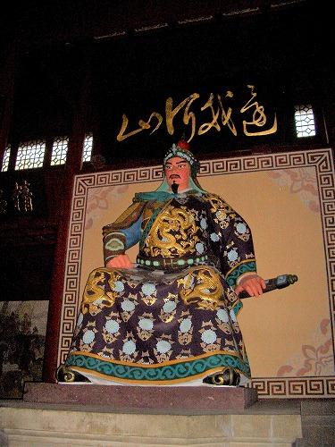 上海・杭州にある岳王廟・大殿内の岳飛像