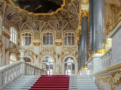 ロシア・サンクトペテルブルクのエルミタージュ美術館の大使の階段