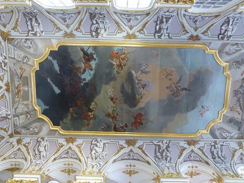 ロシア・サンクトペテルブルクのエルミタージュ美術館の大使の階段の天井