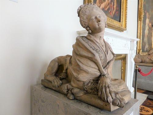 ロシア・サンクトペテルブルクのエルミタージュ美術館に展示されているスフィンクス風の像