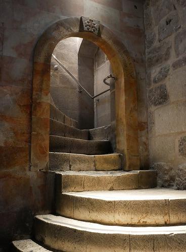 エルサレム(イスラエル)の聖墳墓教会内の階段