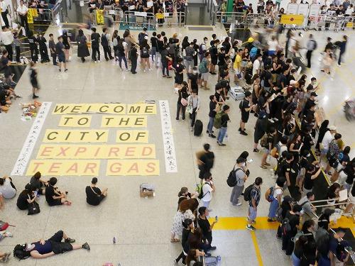 香港国際空港での抗議デモ活動
