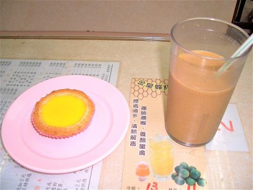 香港の金鳳茶餐廳のエッグタルトとミルクコーヒー