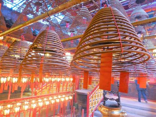 香港の文武廟の渦巻き線香