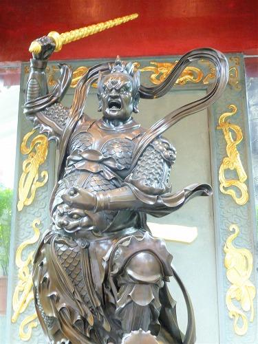 香港の黄大仙祠の霊官殿の像