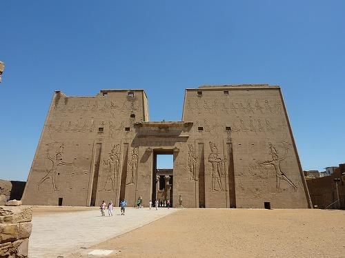 エジプトのエドフにあるホルス神殿の外観