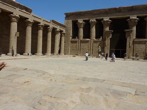 エジプトのエドフにあるホルス神殿の内部