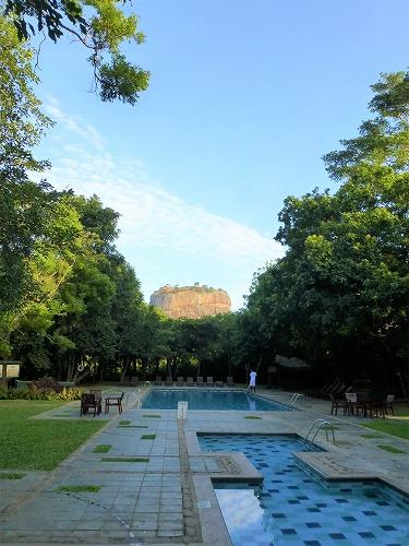 スリランカのHotel Sigiryaのプールから見たシーギリヤ・ロック