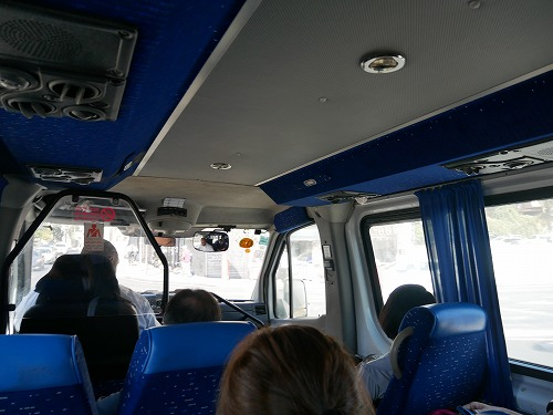 イスラエル・ベングリオン国際空港から出発するシェルートの車内