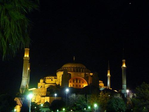 トルコ・イスタンブールのアヤソフィア博物館(ライトアップ)
