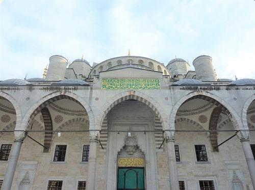 トルコ・イスタンブールにあるスルタンアフメト・モスク入口