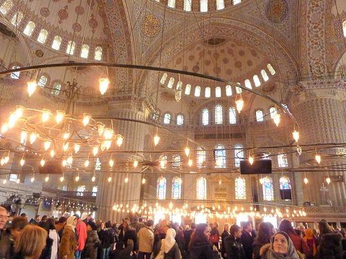 トルコ・イスタンブールにあるスルタンアフメト・モスク内部