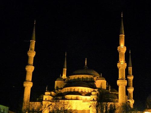 トルコ・イスタンブールにあるスルタンアフメト・モスク(ライトアップ)