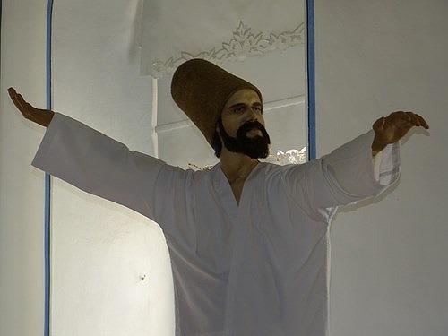 トルコの伝統芸能・セマーの踊り手(セマーゼン)