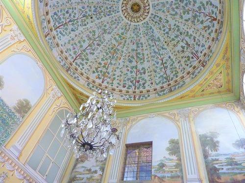 トルコ・イスタンブールのトプカプ宮殿のハレム(母后の部屋のシャンデリア)