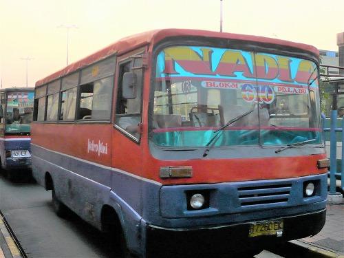 インドネシア・ジャカルタを走るバス