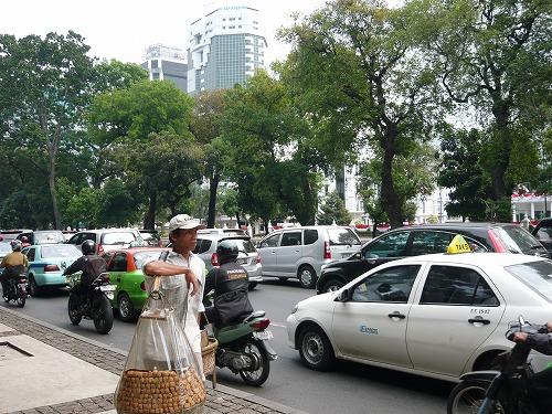 インドネシア・ジャカルタを走るタクシー
