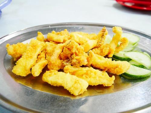 マレーシア・クアラルンプールのアロー通りの屋台街:黄亜華小食店で食べたイカの揚げ物