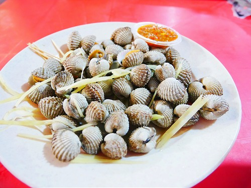 マレーシア・クアラルンプールのアロー通りの屋台街:金記で食べた蒸しザル貝