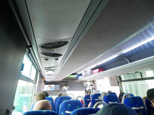 イスラエルの死海(エン・ボケック・ビーチ)へ向かうバス車内