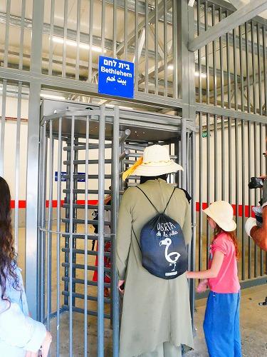エルサレム(イスラエル)のチェックポイントにある回転扉