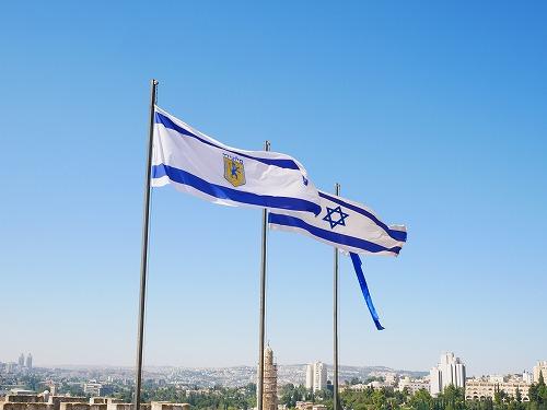 エルサレム(イスラエル)の旧市街にあるダビデの塔の展望台にかかがられたイスラエル国旗
