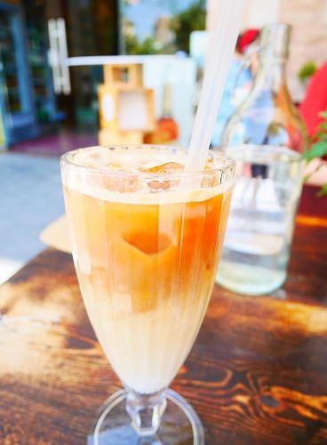 エルサレム(イスラエル)のEtz Cafeで飲んだカフェラテ