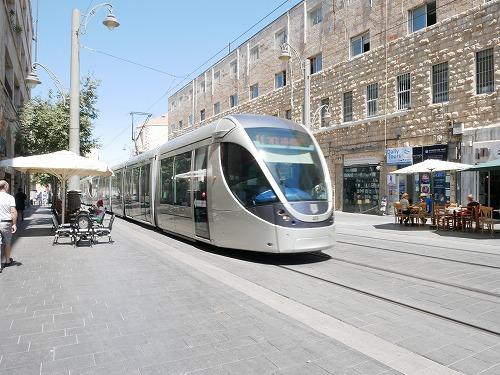 エルサレムを走るLRT(路面電車)