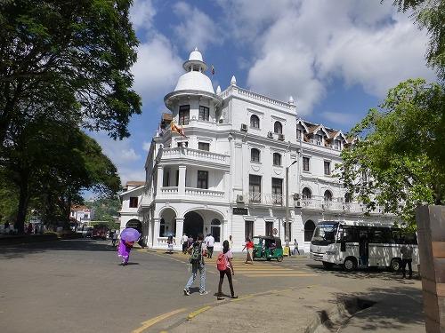 スリランカ・キャンディのコロニアル建築で建てられたクイーンズ・ホテル
