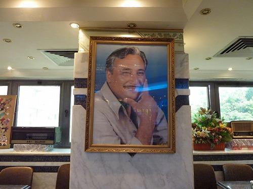 エジプト・カイロにあるコシャリ屋Abou Tarekの創業者の肖像画