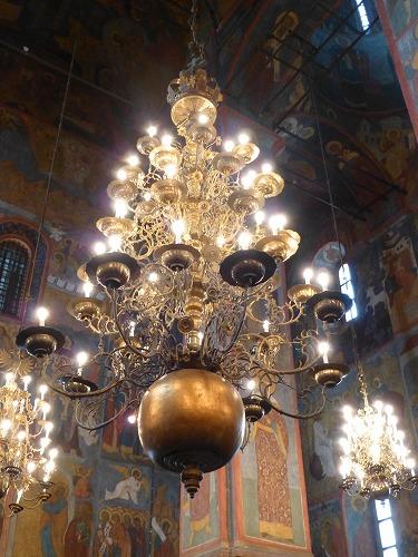 ロシア・モスクワのクレムリンのブラゴヴェシチェンスキー聖堂のシャンデリア