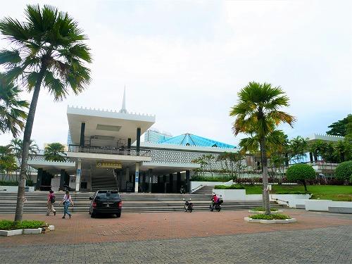 ンプール(マレーシア)にあるマスジットネガラ(国立モスク)外観