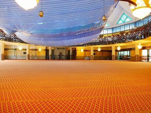 クアラルンプール(マレーシア)にあるマスジットネガラ(国立モスク)内部